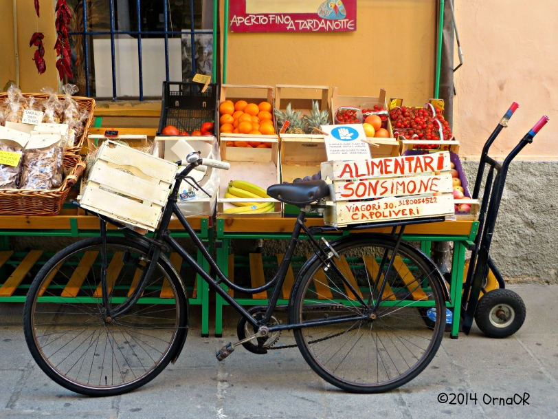 Deliveries by bicycle; Capoliveri