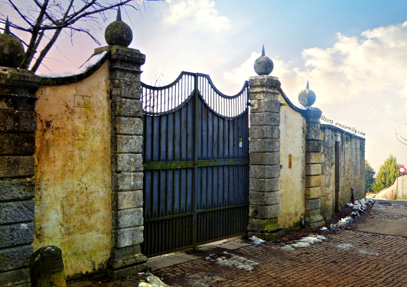 Across frosty cobble, past snow-covered gates..........