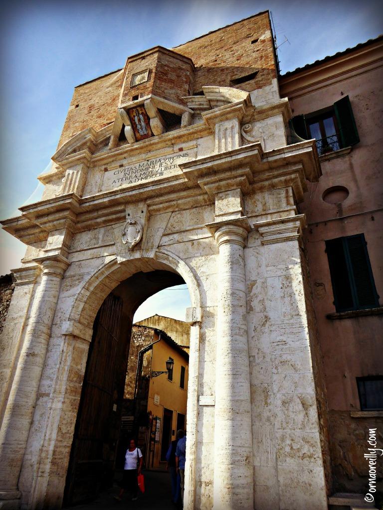 Porta Romana Amelia