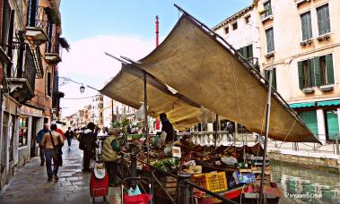 Floating market Castello.