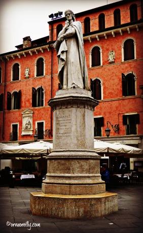 Statue of Dante in Piazza Signori