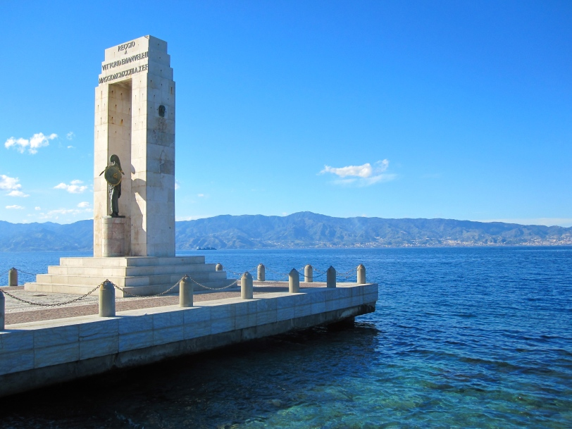 reggio-monument-to-vittorio-emanuele-iii-on-strait-of-messina-1