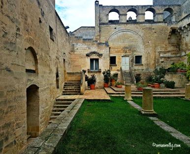 La Monacelle courtyard garden